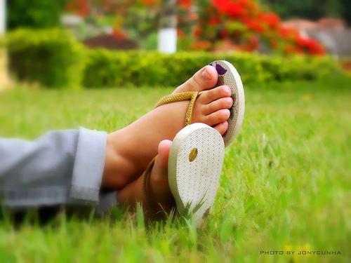 Feet_in_park